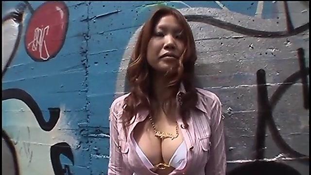片岡梨沙 グラビアモデルの募集に応募してきた巨乳ギャルと交渉