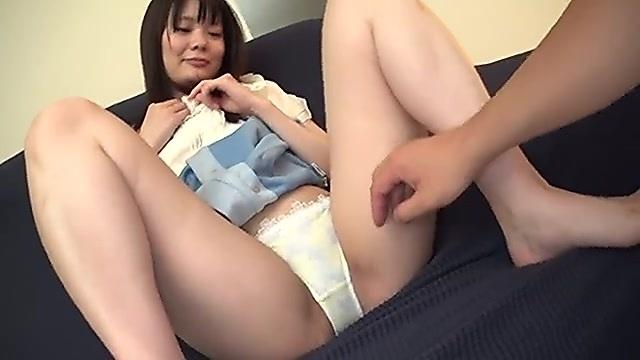 宮城心菜 18歳の清楚系美人女子大生のM字開脚