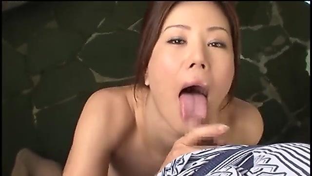 藤沢未央 人妻と不倫温泉旅行 露天風呂フェラチオ編