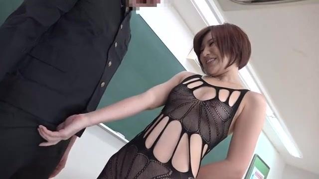 夏希みなみ 透け透けボディストッキングを着た女教師が男子生徒にイタズラ