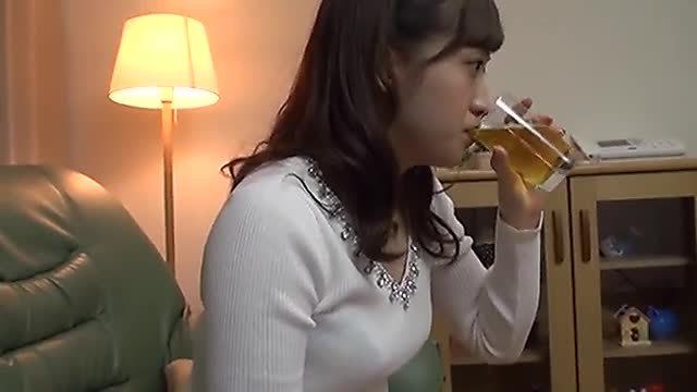 姫乃ひな お酒を飲む彼女