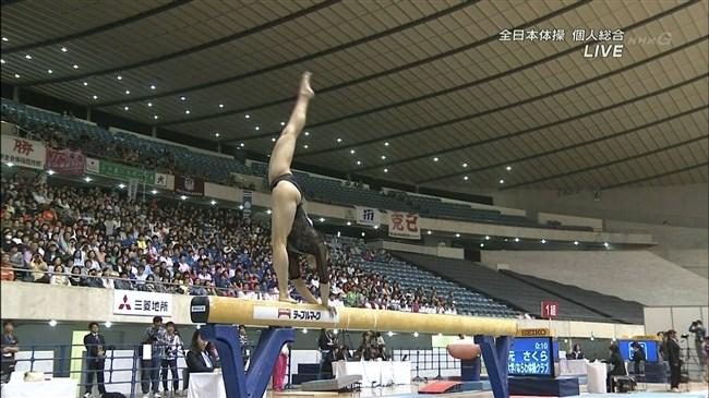 女性体操選手の目のやり場に困る下半身画像に注目wwwww0010shikogin
