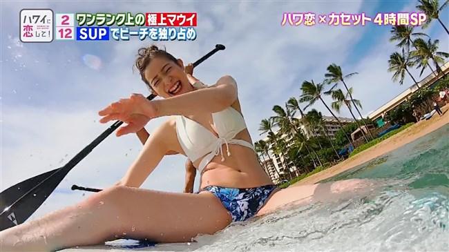 足立梨花~BS12ハワイに恋してで水着姿にて開脚股間をアップで撮られる痴態!0015shikogin