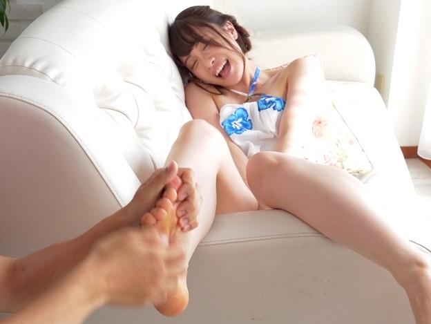 可愛い女の子のプニプニ足裏にローションを塗ってくすぐりプレイの脚フェチDVD画像6