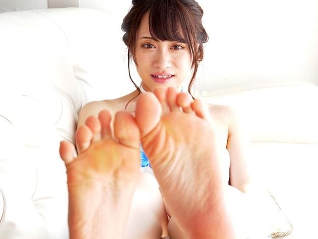 可愛い女の子のプニプニ足裏にローションを塗ってくすぐりプレイの脚フェチDVD画像1