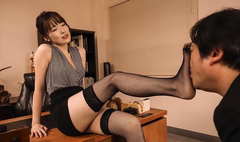 イイ女の高級ランジェリーに誘惑されて… 水沢美心の脚フェチDVD画像1