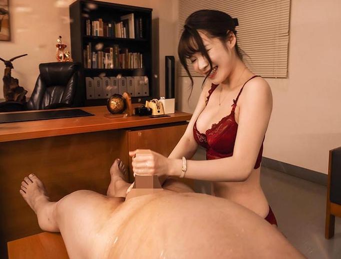 ランジェリー美女の網タイツ美脚で足コキされ高速手コキで男潮の脚フェチDVD画像2