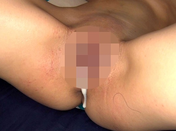 ツルペタちっぱい美少女が生足コキやオジサンたちと濃厚セックスの脚フェチDVD画像6