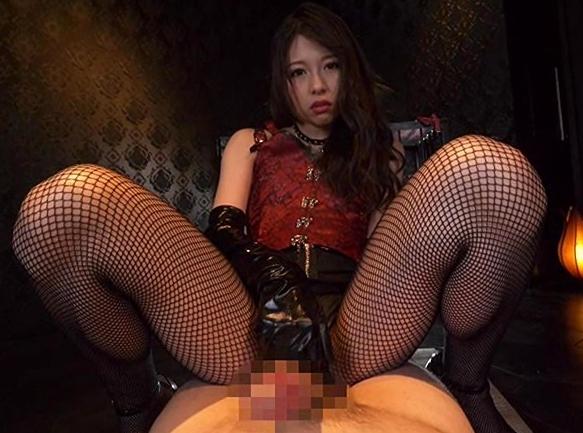 妖艶な女王様が奴隷をイジメながらハイヒールコキやブーツコキの脚フェチDVD画像3
