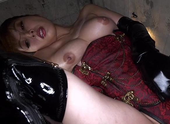 ドエス女王様がロングブーツの尖ったヒールや靴底でブーツコキの脚フェチDVD画像2