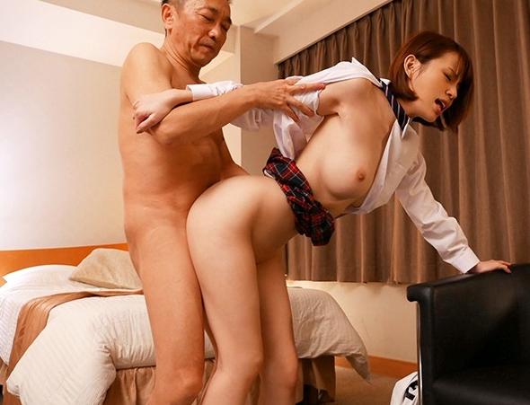 神美少女JKがパパ活でルーズソックス足コキや中出しセックスの脚フェチDVD画像5