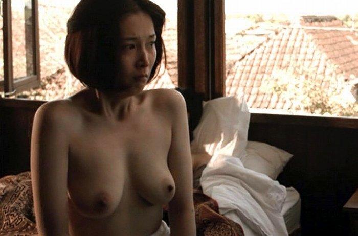 女優 16