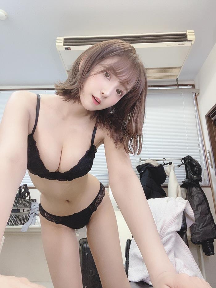 三上悠亜 16