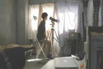 千尋の生活を望遠カメラで見ている