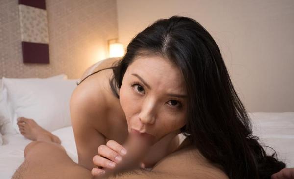 熟女のクソエロい舌使い 40代ミセスのフェラチオ画像50枚の03枚目