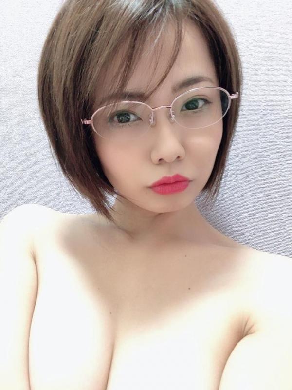 赤瀬尚子 色気むんむんで迫る爆乳ヤリマン熟女エロ画像40枚のa13枚目