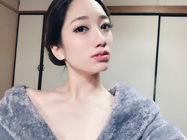 東凛(あずまりん)艶肌のスレンダー美熟女エロ画像38枚のa04枚目