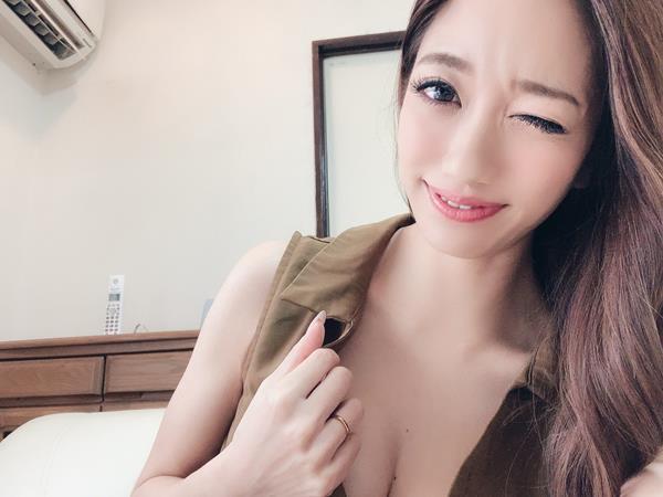 東凛(あずまりん)艶肌のスレンダー美熟女エロ画像38枚のa06枚目