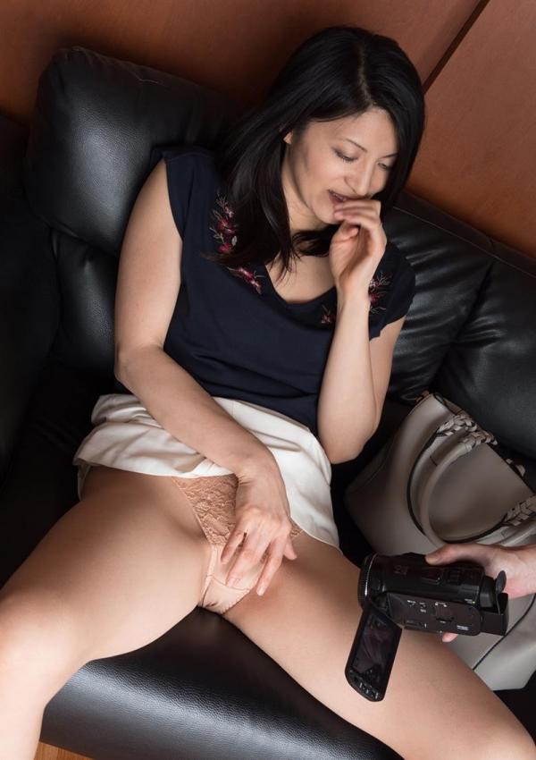 細腰の美熟女 スレンダーマダムのエロ画像80枚のa01枚目
