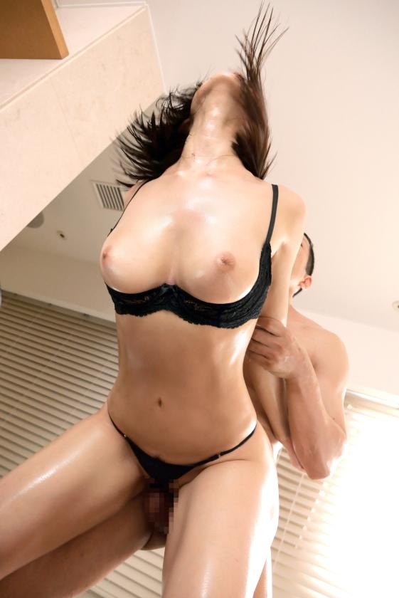 SEXレスの人妻 藤森里穂さん、お尻から犯して欲しいと懇願する。画像46枚の2