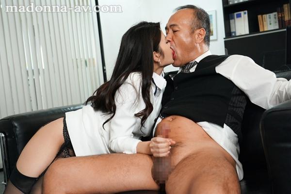 神宮寺ナオが淫猥に貪る本気の接吻がこちら【画像】36枚のb04枚目