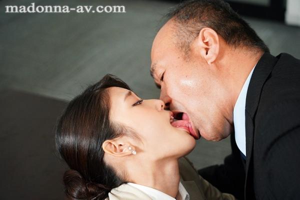 神宮寺ナオが淫猥に貪る本気の接吻がこちら【画像】36枚のb07枚目