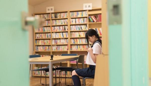 女子校生が制服姿でエッチな事してるエロ画像110枚の052枚目