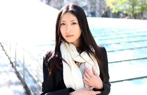 神納花(かのはな)三十路スレンダー美女SEX画像65枚のb01枚目