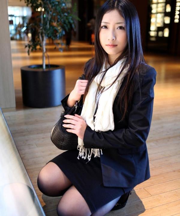 神納花(かのはな)三十路スレンダー美女SEX画像65枚のb03枚目