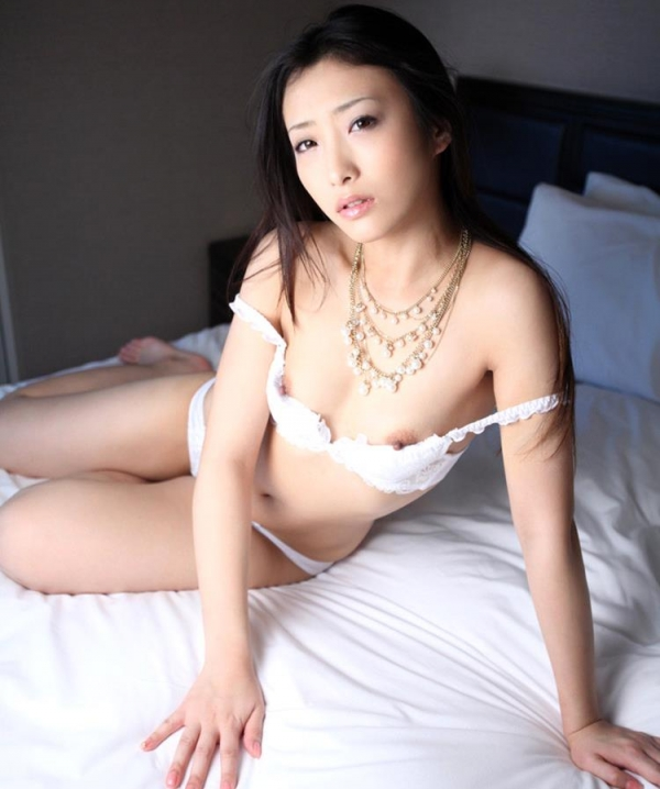 神納花(かのはな)三十路スレンダー美女SEX画像65枚のb13枚目