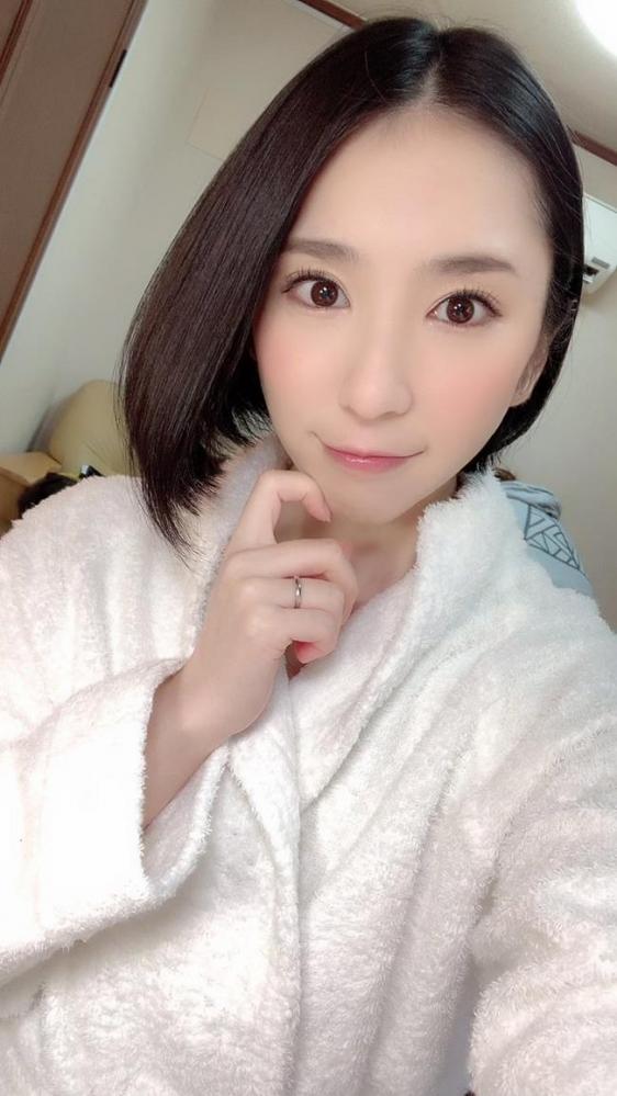 舞原聖(まいはらひじり)最上級な美顔の淫乱妻エロ画像31枚のa16枚目