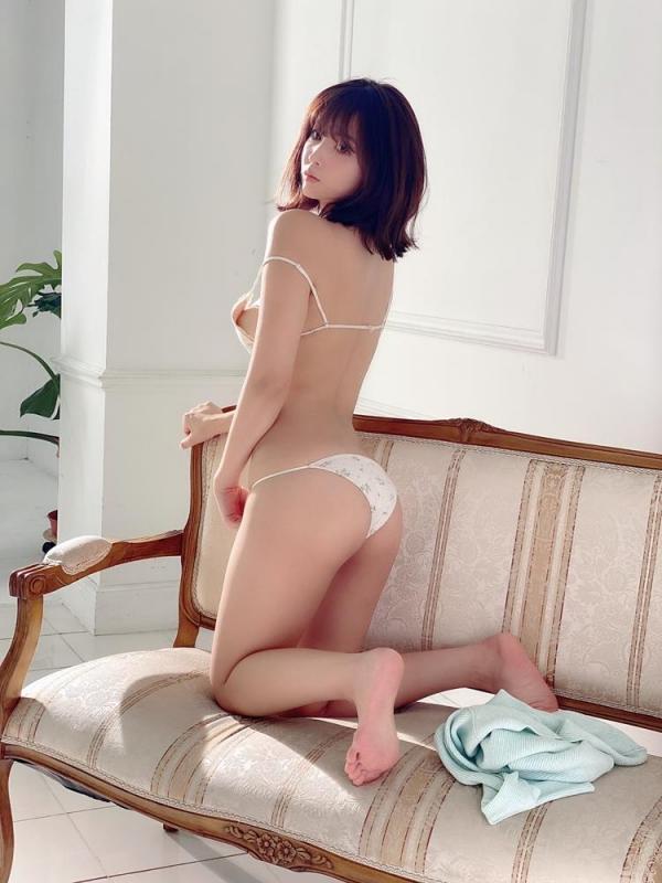 三上悠亜 美巨乳&クビレ腰&肉弾ヒップ官能ボディ画像59枚のa24枚目