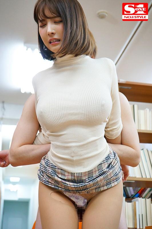 三上悠亜のたわわな着衣巨乳がエロ過ぎる。【画像】74枚のc04枚目