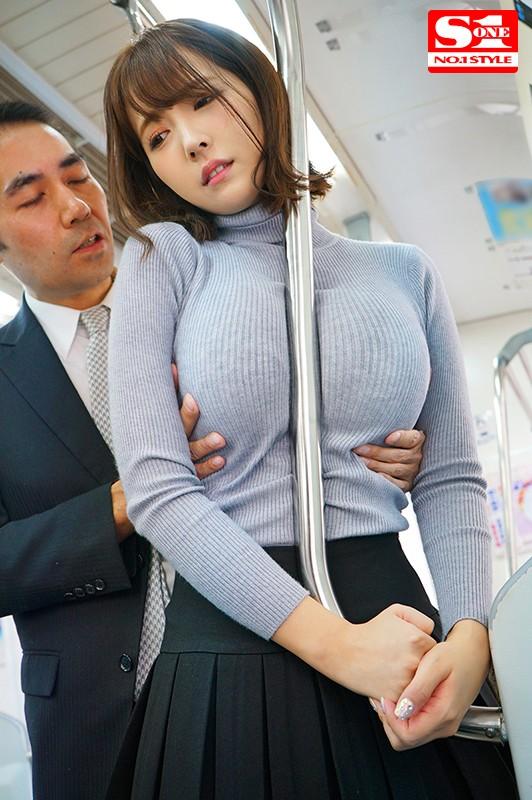 三上悠亜のたわわな着衣巨乳がエロ過ぎる。【画像】74枚のc14枚目