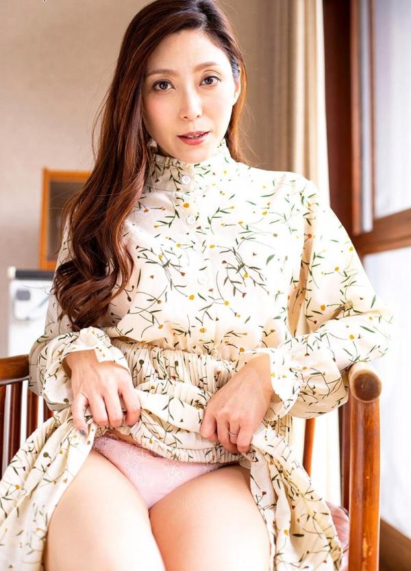 熟女の温もりと愛情に溢れる白木優子の密着スローSEX【画像】42枚のb02枚目