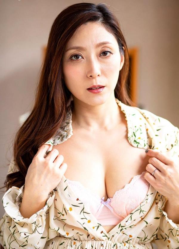 熟女の温もりと愛情に溢れる白木優子の密着スローSEX【画像】42枚のb03枚目