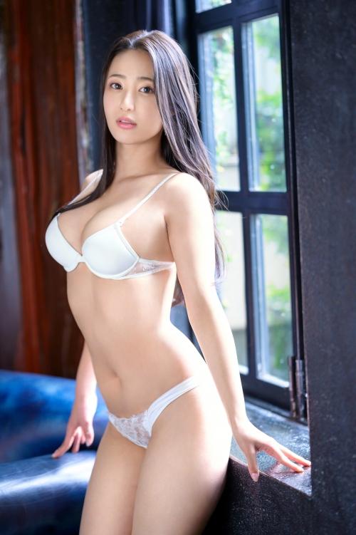 新人 プレステージ専属デビュー 美少女を超えた絶対的『美女』 松岡すず 01