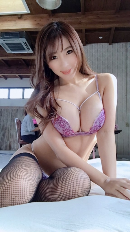 バレンタイン向きな魅惑のセクシーランジェリー 04
