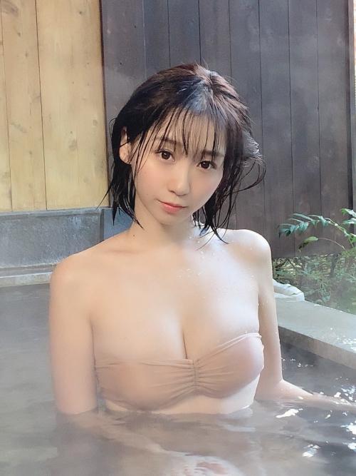 温泉に浮かぶおっぱい 19