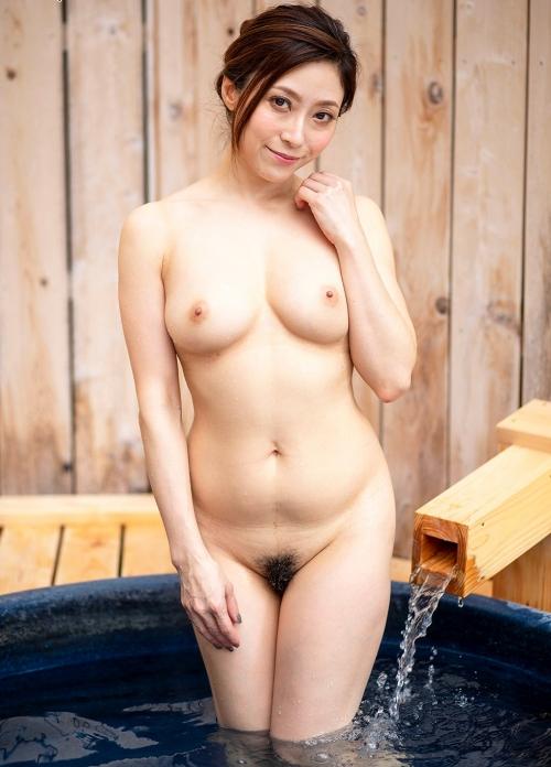 温泉に浮かぶおっぱい 20