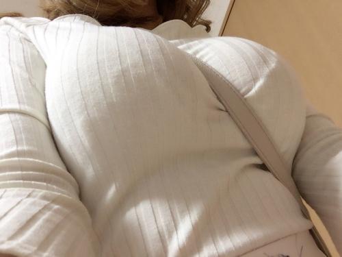 パイスラしてるニットの着衣巨乳おっぱい 41