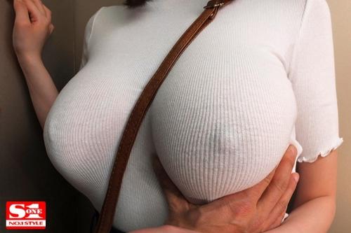 常にノーブラ透けおっぱいで誘惑する【完全着衣】Jカップお姉さん 筧ジュン パイスラしてるニットの着衣巨乳おっぱい 46