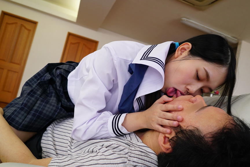 おじさんの舌をフェラチオのように吸い…心からおじさんといちゃいちゃしてくれる。おじさんのことが好きすぎる天使のような美少女ひよこ女子といちゃいちゃSEX-PIYO-057-0010.jpg