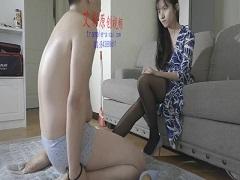 中国美女によるネチネチ金蹴り調教
