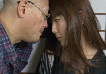 愛する嫁を親父に寝取られた・・・義母や刑期中の旦那に内緒でねっとり濃厚な接吻セックス!