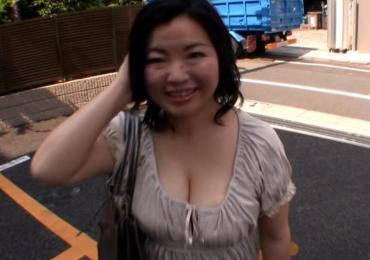 保険外交員の愛くるしいGカップ豊満熟女妻48歳が3年ぶりのセックスでマゾ性癖が大暴走!!!