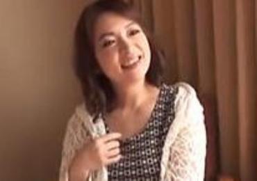 インタビューと称しゲッツしたポッチャリ五十路熟女妻の千賀子さんにどっぷり中出し注入!!!