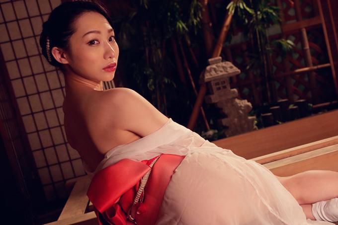 吉岡蓮美 透ける浴衣で極上の大人のおもてなし。