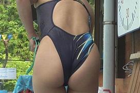 競泳水着のお尻がたまらんエロ画像