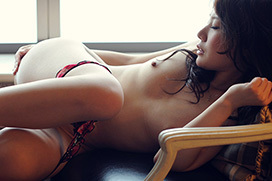 エッチな仕草やポーズで誘惑するお姉さんのヌード画像100枚